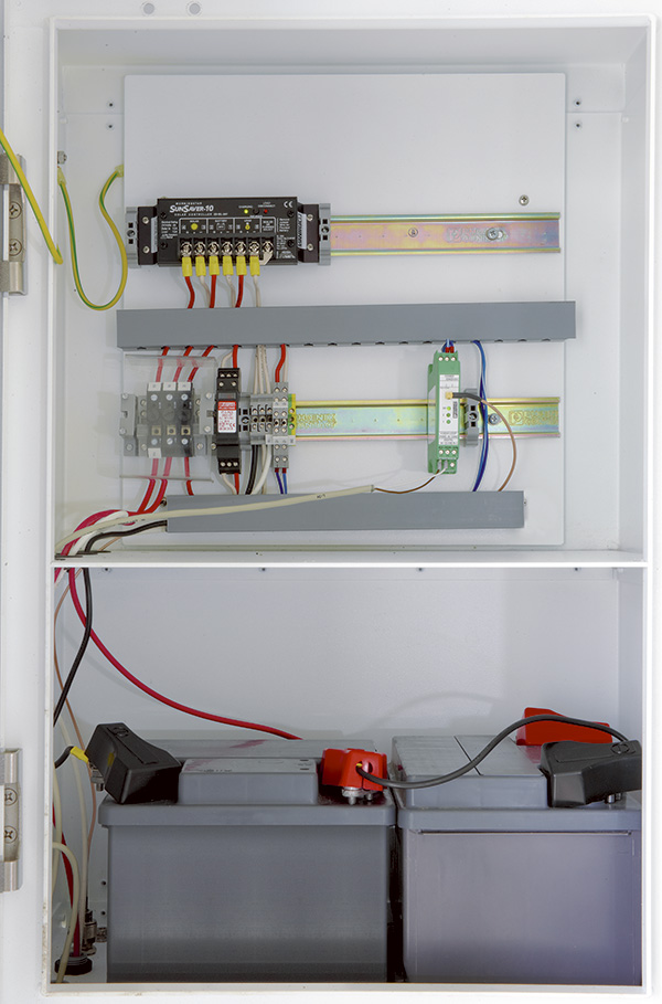 Image 2. The preinstalled control cabinet reduces the wiring costs of the solar system; the wireless module automatically establishes the wireless connection once the supply voltage is connected.