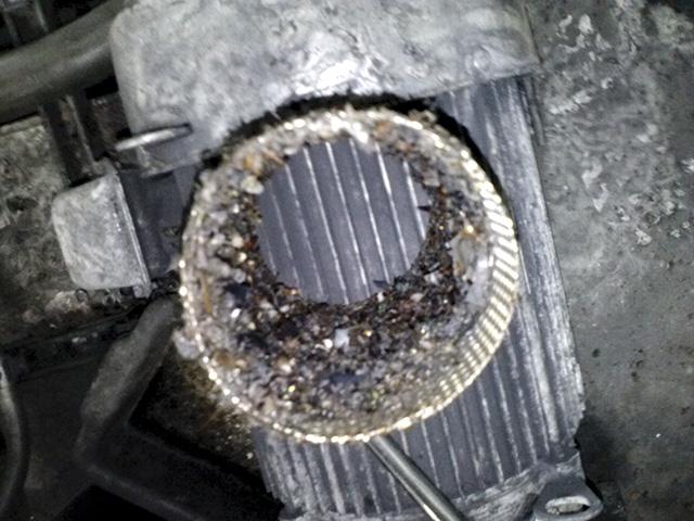 图1.网格中的碎屑阻碍了系统正常运行。 (由流体冷却系统提供)