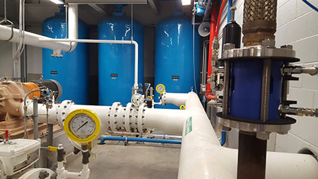 Pressure regulating valve, steam and chilled water production facilities