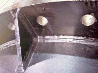 Gusset added to the column pipe flanges