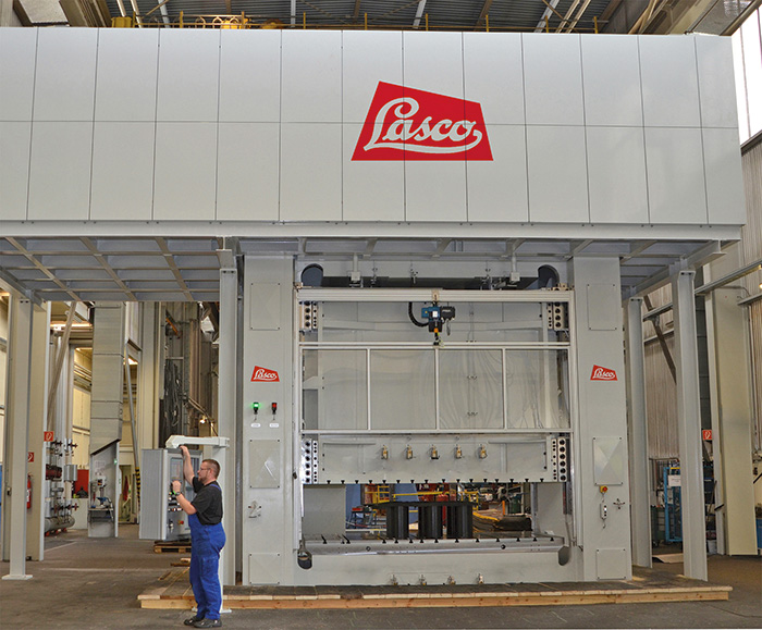 The servo-electric pump control for presses, developed by Lasco Umformtechnik GmbH in Coburg, uses far less energy than conventional valve control systems, often well into the double-digit range, according to this press builder.