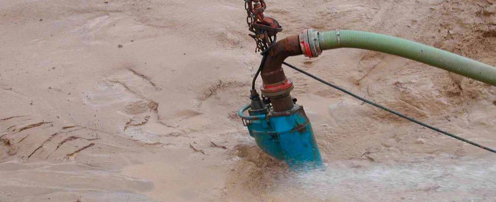 Submersible pump for dewatering
