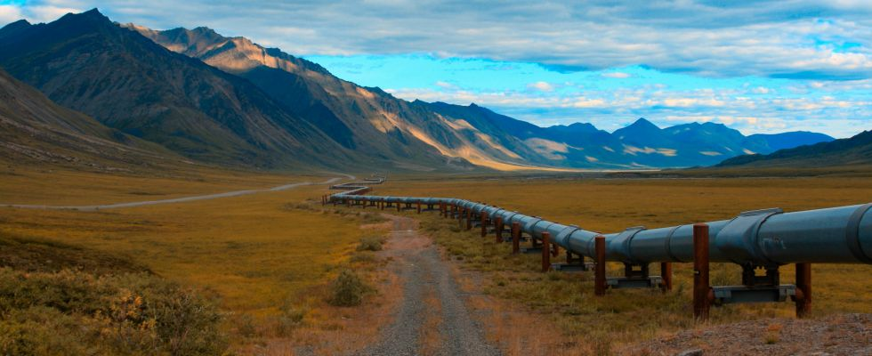 keystone pipeline with mountains in background